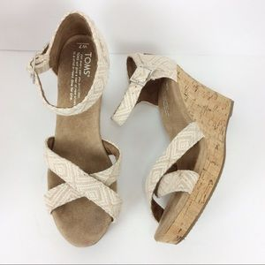 Toms woven strep ankle buckle wedges Size 7W
